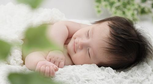 ニューボーン撮影の赤ちゃん